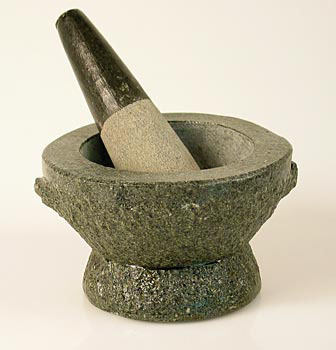 Kamenný hmoždíř, vnější o 13 cm, vnitřní O 11 cm, 9 cm vysoký, asi 2,2 kg, ks