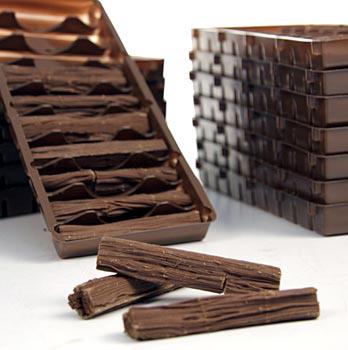 Čokoláda, tyčinky jako kmeny stromů, mléčná čokoláda 30%, asi 7,5 cm dlouhé, asi 140 tyčinek, 1,12 kg